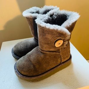 Children's UGG Wooly Gray Suede Boots- US 8- kids